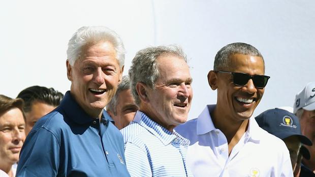 Obama y Bush critican las «políticas del siglo XIX y de intimidación» pero sin nombrar a Trump
