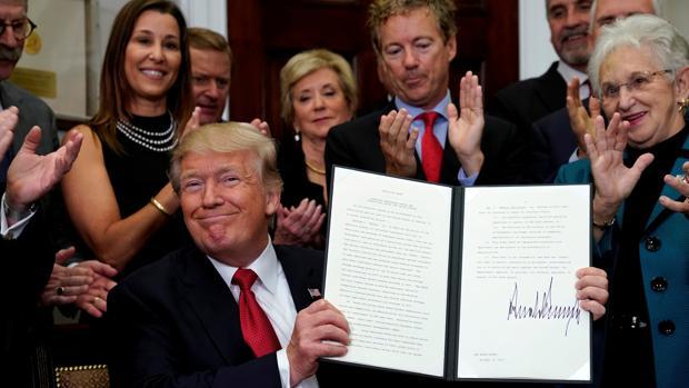 Trump anuncia los «recortes de impuestos más grandes de la historia» de EE.UU.