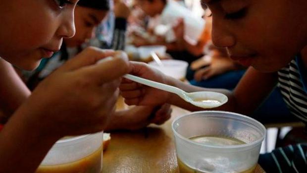 Alrededor de 300.000 niños podrían morir por desnutrición en Venezuela, según Caritas