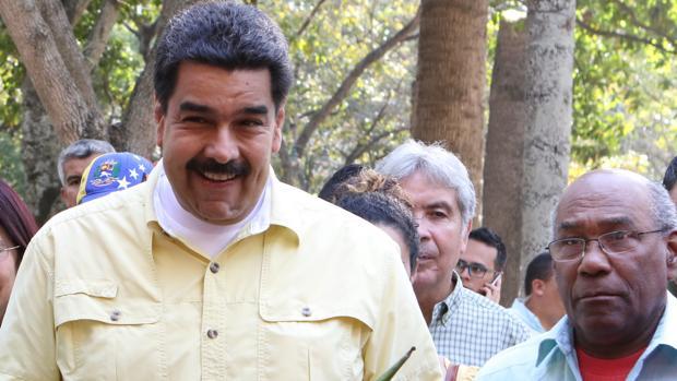 El presidente de Venezuela, Nicolás Maduro (i), acompañado de Aristóbulo Isturiz (d), en una imagen de archivo