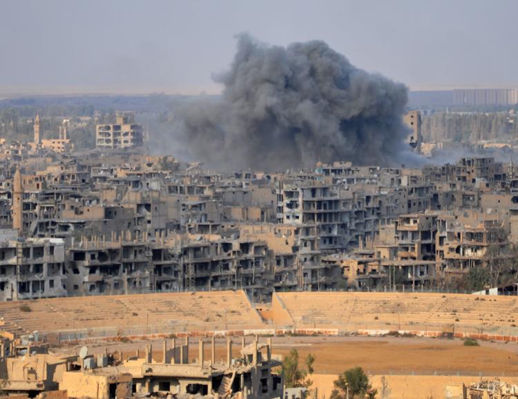Aspecto de la ciudad de Deir Ezzor, tras los enfrentamientos este jueves entre el Ejército sirio y los yihadistas