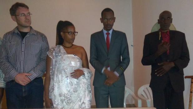 Hemeroteca: Una adoptada ve a su familia 23 años después del genocidio de Ruanda   Autor del artículo: Finanzas.com