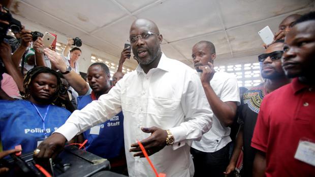 El Tribunal Supremo retrasa indefinidamente la segunda vuelta de las presidenciales en Liberia