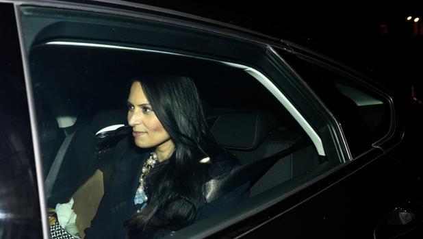Priti Patel, a su salida del número 10 de Downing Street, en Londres