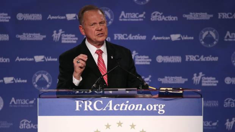 El candidato republicano al Senado por Alabama, Roy Moore, acusado de abusar de una niña de 14 años