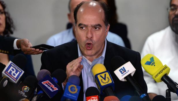El presidente de la Asamblea Nacional, Julio Borges, en una rueda de prensa en Caracas este jueves