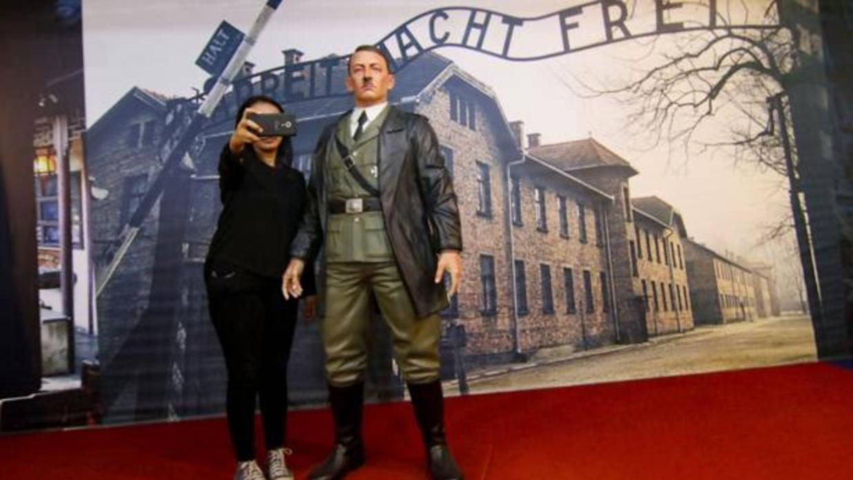Se acaban los «selfies» con Hitler en Indonesia