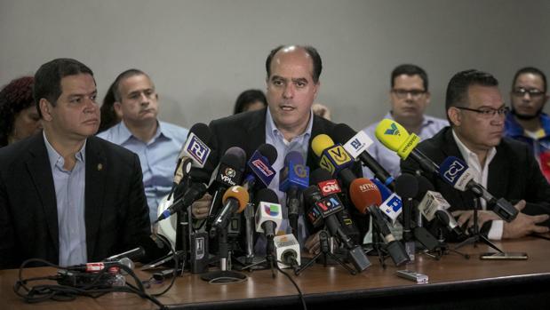 El presidente del Parlamento venezolano, Julio Borges, el pasado jueves en una rueda de prensa en Caracas