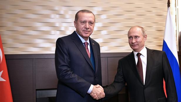 Putin y Erdogan escenifican armonía pero siguen discrepando sobre Siria