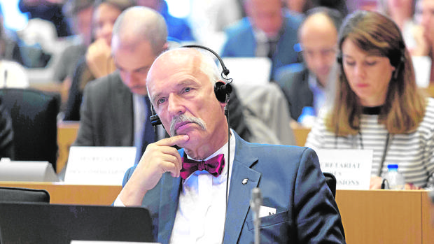 Un eurodiputado polaco culpa a las mujeres de la despoblación por trabajar fuera de casa