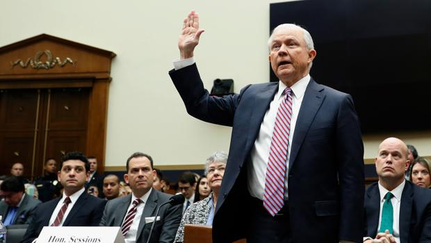 El Fiscal General, Jeff Sessions, comparece en el Senado