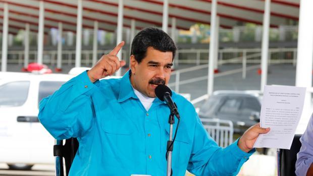 Fotografía cedida por la oficina de prensa del Palacio de Miraflores, del presidente de Venezuela, Nicolás Maduro, quien habla durante un acto de gobierno