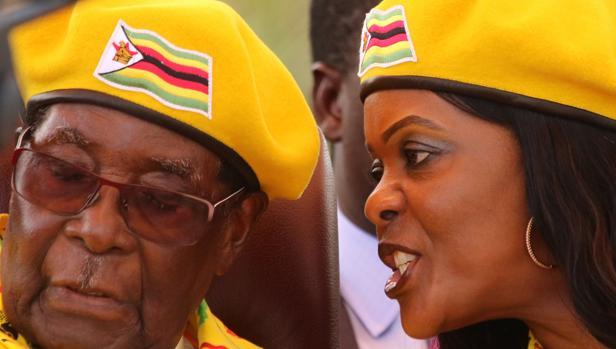 Un sacerdote católico intenta convencer a Mugabe de que abandone Zimbabue