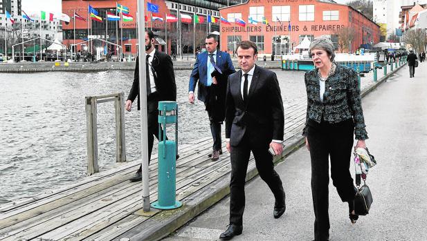 Los líderes de la UE combaten el populismo con un giro social