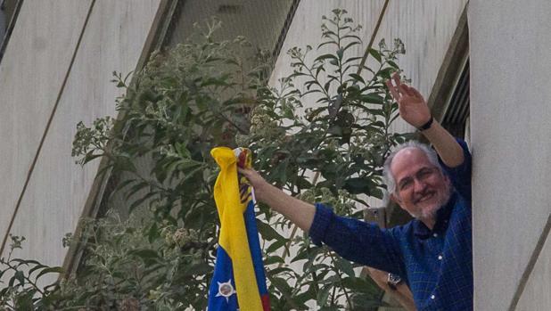 Antonio Ledezma llegará a España este sábado tras escapar de Venezuela