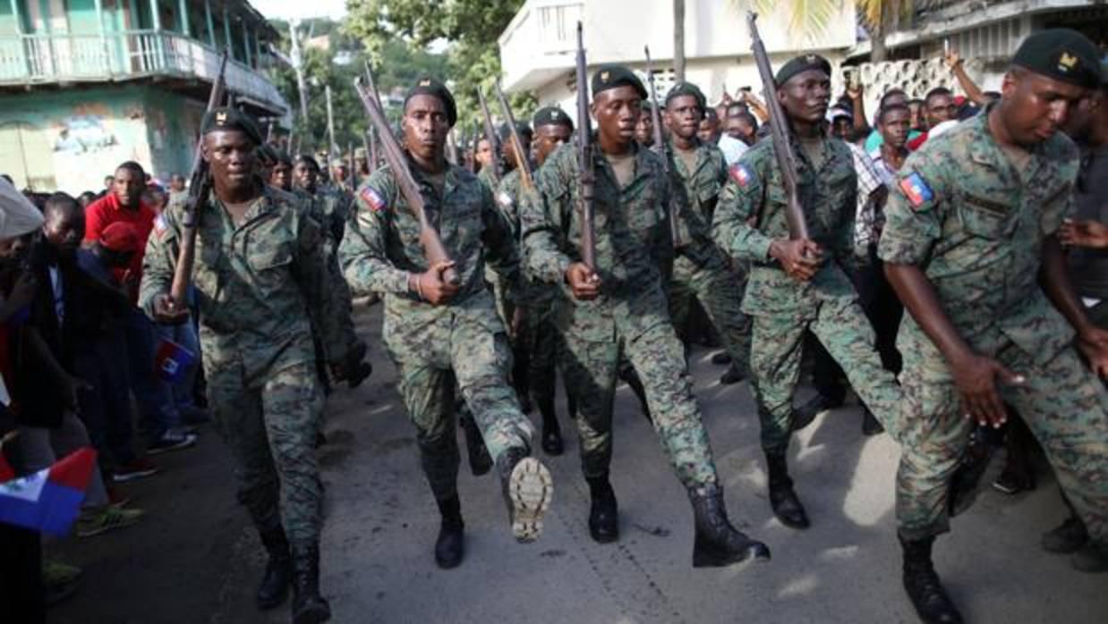 Haití, el país de las 102 guerras civiles y golpes de Estado, restablece su Ejército 22 años después