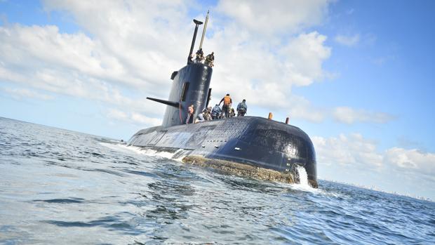 Al submarino argentino perdido solo le quedan dos días para subir a la superficie