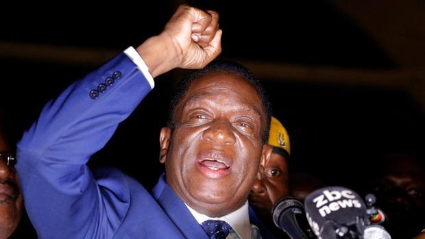 Mnangagwa, sustituto provisional de Mugabe, promete una «nueva democracia» para Zimbabue