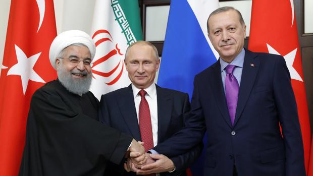 Rusia, Turquía e Irán acuerdan que Sochi acoja un nuevo intento de reunir al Gobierno sirio y a la oposición