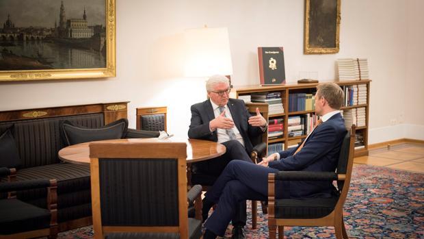 El presidente alemán pide a liberales y Verdes que negocien