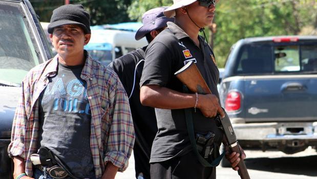 Un grupo de hombres armados, miembros de un grupo de autodefensa del estado de Guerrero