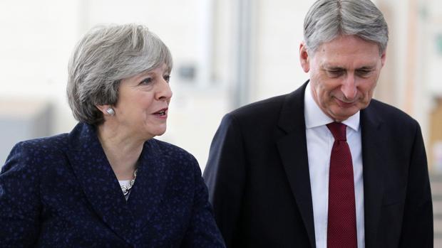 May y su ministro de Economía, Philip Hammond visitan el jueves la Universidad de Leeds