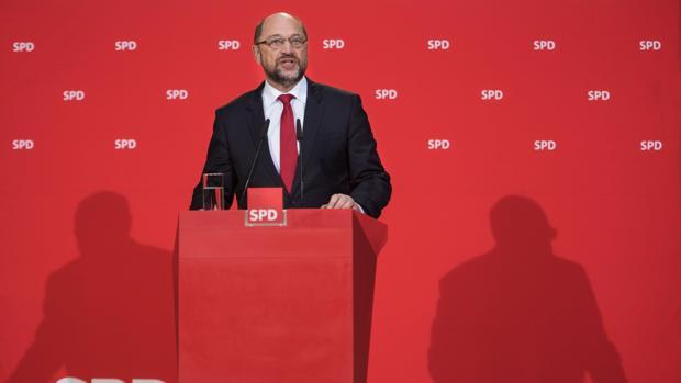 Schulz someterá a votación a las bases socialdemócratas la gran coalición con Merkel