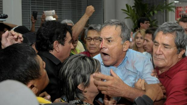 La vuelta de Rafael Correa a Ecuador desata tumultos en el aeropuerto