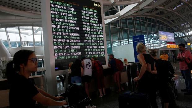 Las autoridades de Bali elevan la alerta de aviación al máximo ante la erupción del volcán Agung