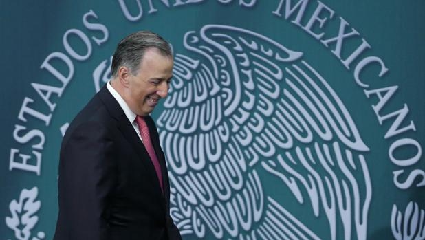 José Antonio Meade se postula como precandidato para liderar el PRI, el partido de Peña Nieto