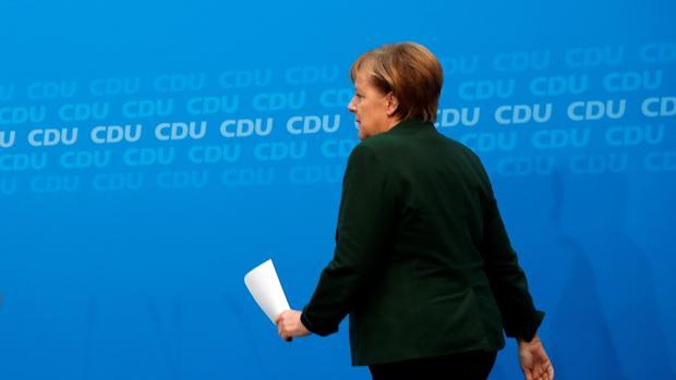 Merkel obtiene el respaldo de su partido para negociar con los socialdemócratas
