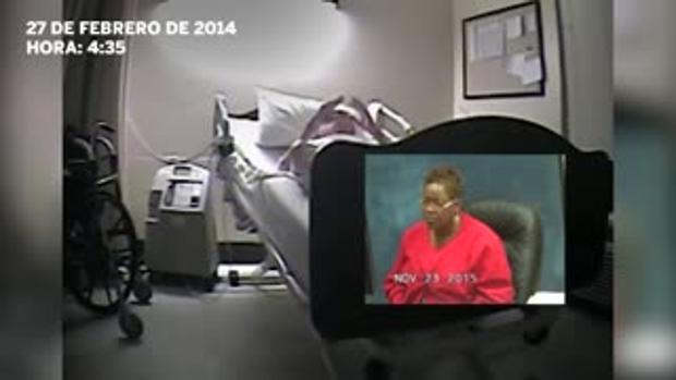Graban a varias enfermeras riéndose mientras un enfermo agoniza