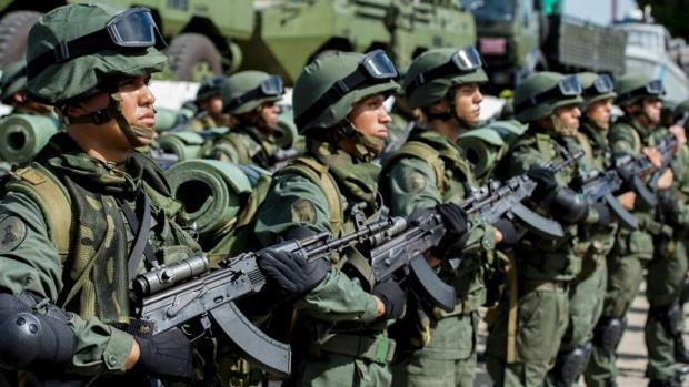 Rusia espera abrir en Venezuela su fábrica de kaláshnikov en 2018