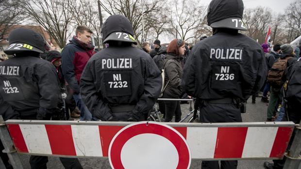La Policía confirma varios heridos en las protestas de Hanover contra el congreso del AfD
