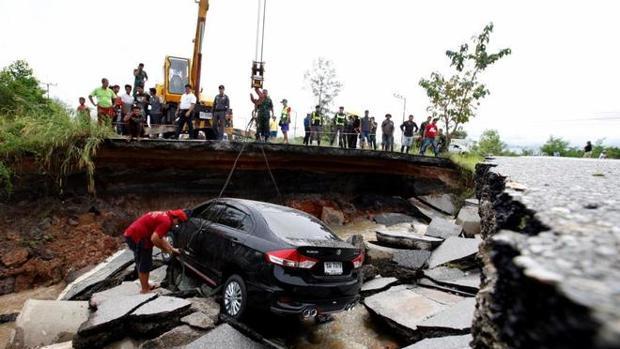 Al menos 800.000 personas afectadas por las inundaciones en Tailandia