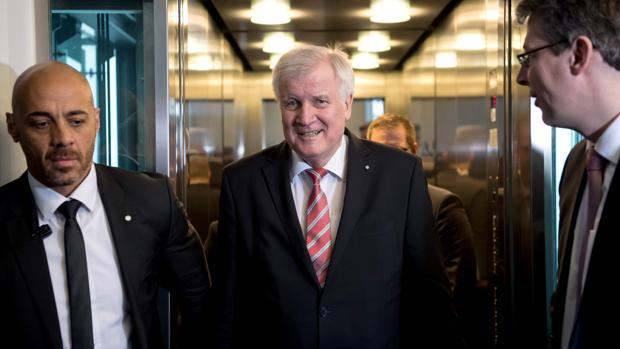 El primer ministro bávaro Horst Seehofer
