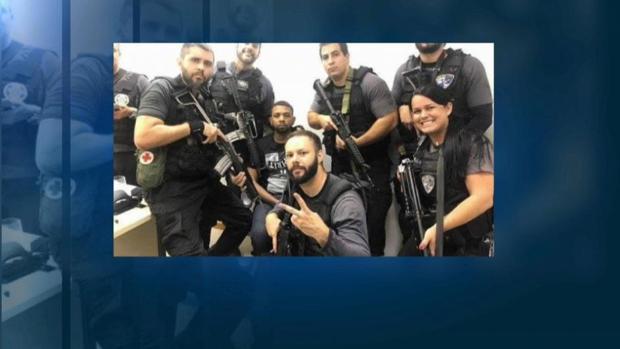 Polémica por los selfies de la policía brasileña con un narco tras su detención