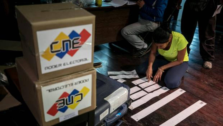 El chavismo arrasa en unas municipales tachadas de fraudulentas por la oposición