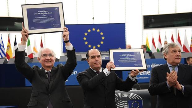 Borges recoge el premio Sajarov y recuerda a «los 157 asesinados por la represión de Maduro»