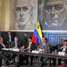 Julio Borges (c) preside una sesión parlamentaria el pasado agosto en Caracas