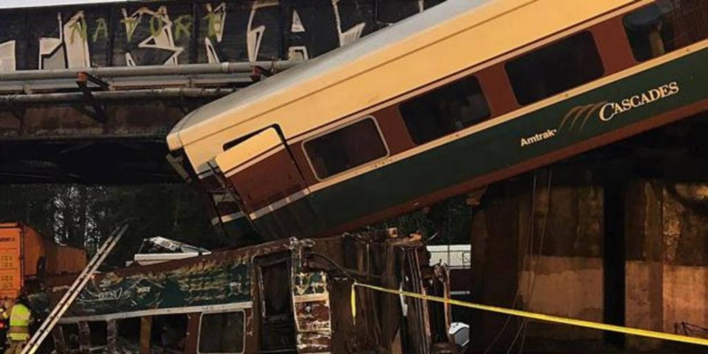 Al menos tres muertos y 77 heridos al descarrilar un tren con vagones Talgo en EE.UU.