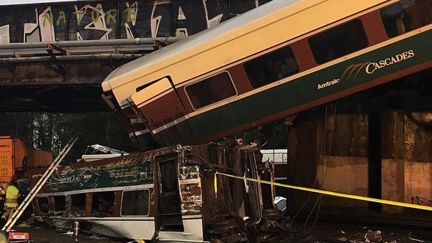 Accidente tren Washington: Al menos tres muertos y 77 heridos al descarrilar un tren con vagones Talgo en EE.UU.