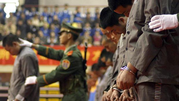 Ejecuciones en estadios de China: la pena de muerte se convierte en un espectáculo de masas