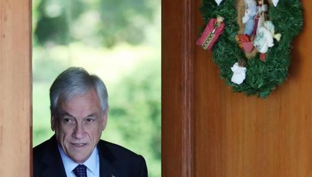 Sebastián Piñera, poco antes de comenzar la rueda de prensa este lunes en Santiago de Chile