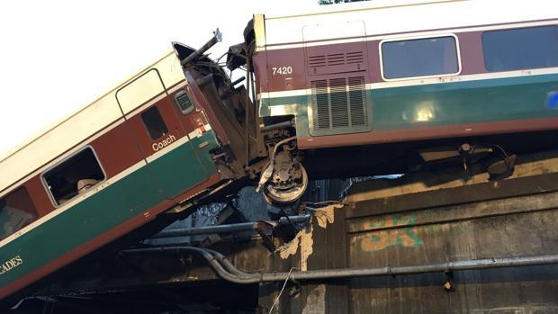 El tren que descarriló en Estados Unidos circulaba a 128 km/h en un tramo limitado a 48 km/h