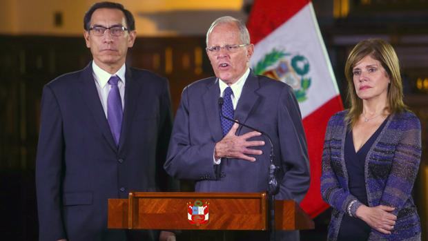 Kuczynski alerta de que Perú podría sufrir un golpe institucional