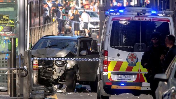 Un hombre embistió con su coche a una veintena de peatones en el centro de Melbourne