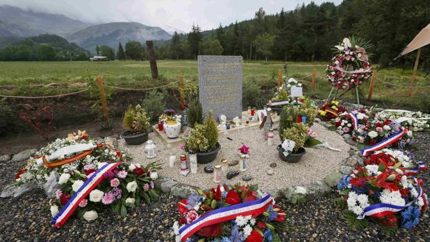 El memorial levantado en homenaje a las víctimas de la tragedia del avión de Germanwings