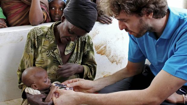 El jugador de baloncesto español Pau Gasol colabora activamente con Unicef por la protección de los niños