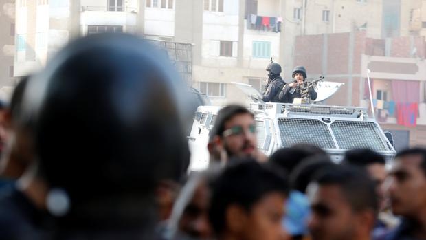 Nueve muertos en un atentado contra una iglesia al sur de El Cairo reivindicado por Daesh
